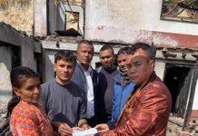 घेदुङका सचिब लामाद्वारा अग्नि पीडितलाई नगद र कम्बल हस्तान्तरण