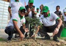 नमोबुद्ध नगर प्रमुख टीपी शर्माको नेतृत्वमा बृक्षारोपण (फोटो फिचर सहित)